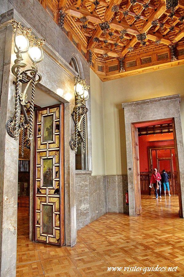 Palais Güell salle des pas perdus
