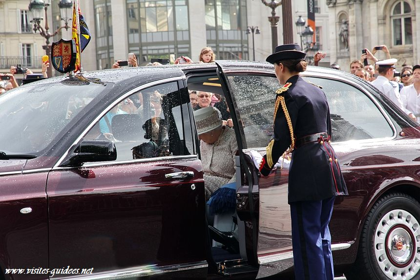 Sa Majesté La Reine Elisabeth II