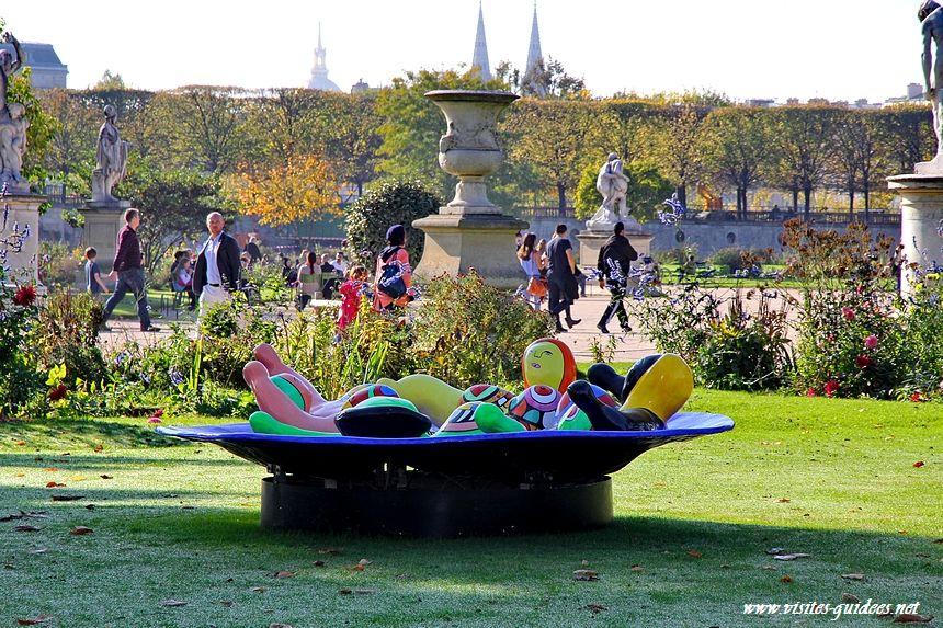 Fontaine aux nanas Niki de St Phalle Fiac 2014