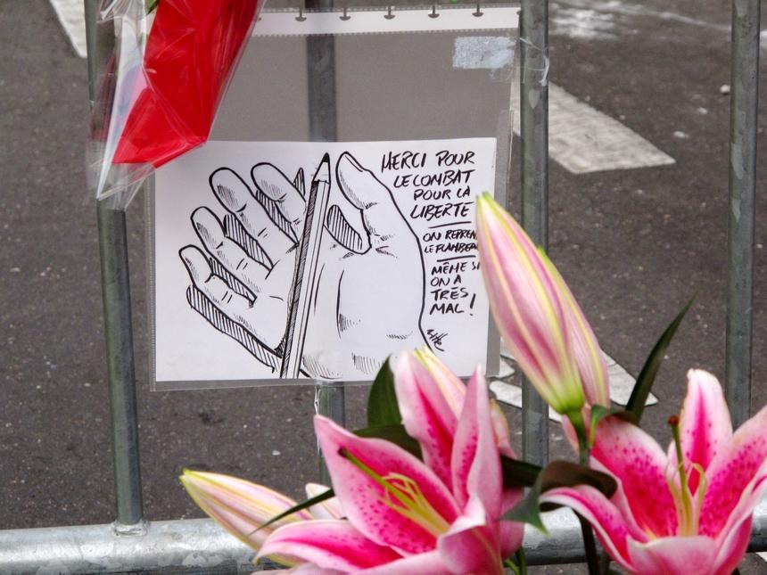Recueillement chez Charlie Hebdo