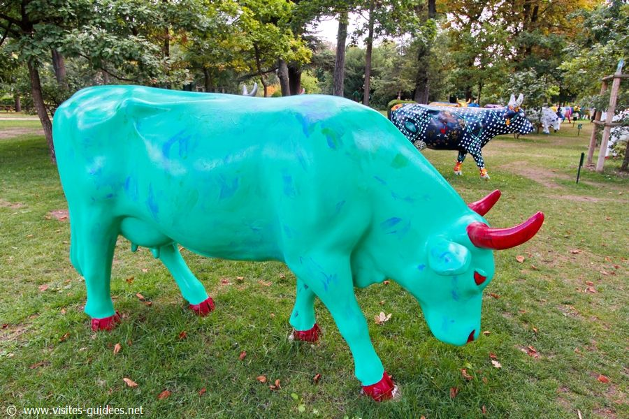Cow Parade Je suis Charlotte George Iso