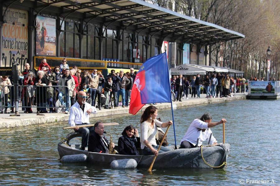 Un vaisseau de granit pour l'ouverture du canal Saint-Martin