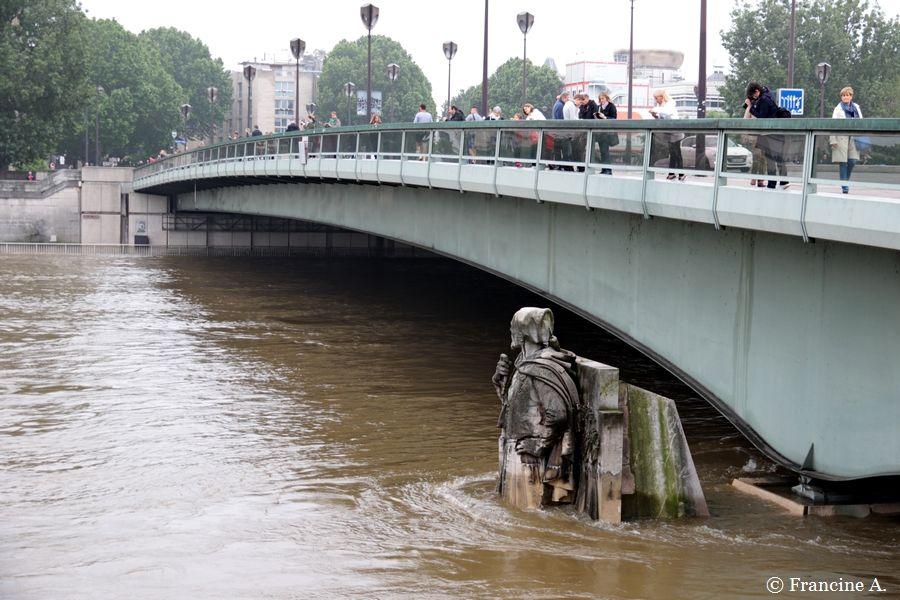 Zouave du Pont de l'Alma Crue de la Seine 2016