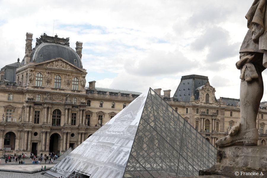 Pyramide du Louvre Paris