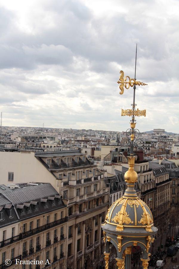 La terrasse du Printemps Haussmann offre une vue merveilleuse sur Paris.  terrasse du Printemps Haussmann Paris  terrasse du Printemps Haussmann Paris  terrasse du Printemps Haussmann Paris  terrasse du Printemps Haussmann Paris  Vous ne verrez pas l'extérieur de la coupole Charras, puisque la terrasse est sur le bâtiment de celle-ci. En effet, le Printemps Haussmann comporte trois bâtiments, soit 27 étages et 43 500 m2 au total. Les façades et toitures (sauf la surélévation moderne) des anciens magasins sont inscrites monuments historiques par arrêté du 15 janvier 19751.  terrasse du Printemps Haussmann Paris  terrasse du Printemps Haussmann Paris  terrasse du Printemps Haussmann Paris  La terrasse offre aussi une vue imprenable sur les dômes qui surmontent les pilastres des bâtiments du magasin  terrasse du Printemps Haussmann Paris  terrasse du Printemps Haussmann Paris  les rotondes en pierre de taille situées aux angles, l'architecte Sédille s'étant inspiré pour ces structures des châteaux forts.  terrasse du Printemps Haussmann Paris  terrasse du Printemps Haussmann Paris  Leur dômes sont couronnés de lanternons en forme de belvédère au-dessus desquels trône une girouette en forme de caducée, symbole de la réussite commerciale prospérité.  terrasse du Printemps Haussmann Paris  terrasse du Printemps Haussmann Paris  terrasse du Printemps Haussmann Paris