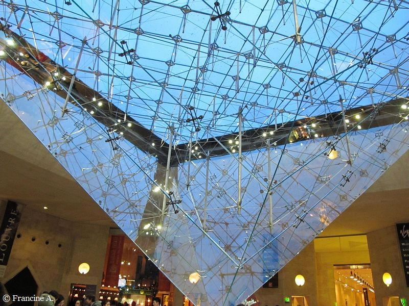 La Pyramide inversée du Louvre