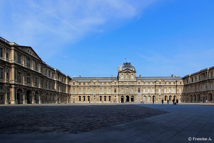 ICour carrée Le Louvre Paris